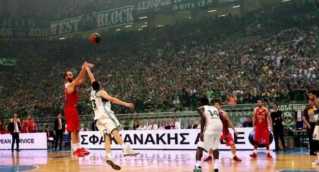 Un triple de Spanoulis da la Liga al Olympiacos; Armani Milano-Reggio Emilia, final en Italia