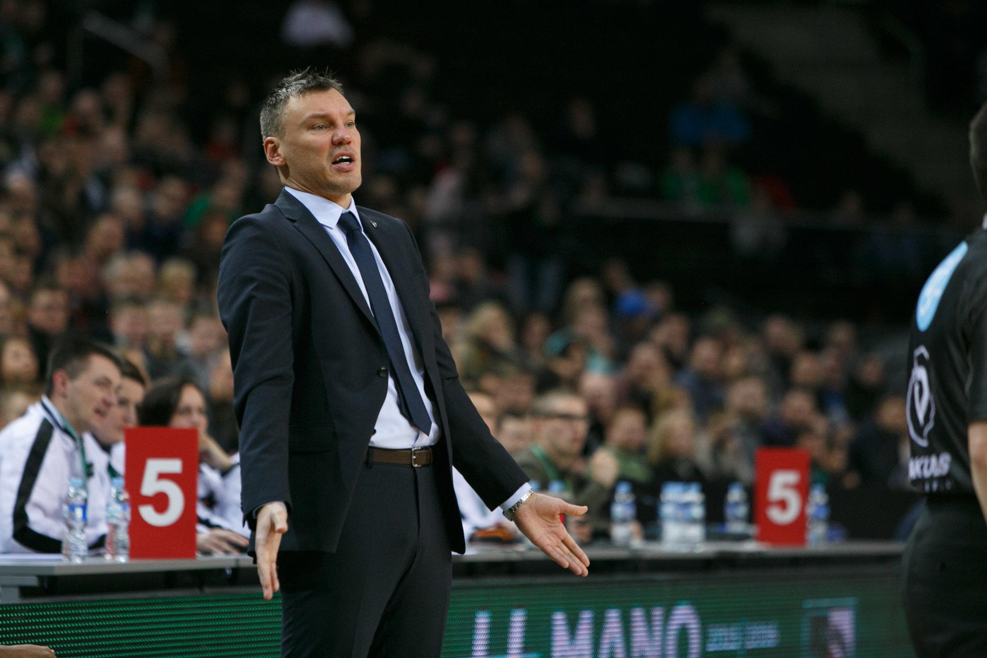 7bea9f6d14 Alfred Julbe coge las riendas del Barcelona de forma interina a la espera  de encontrar un entrenador hasta junio. Porque el que llegue ahora