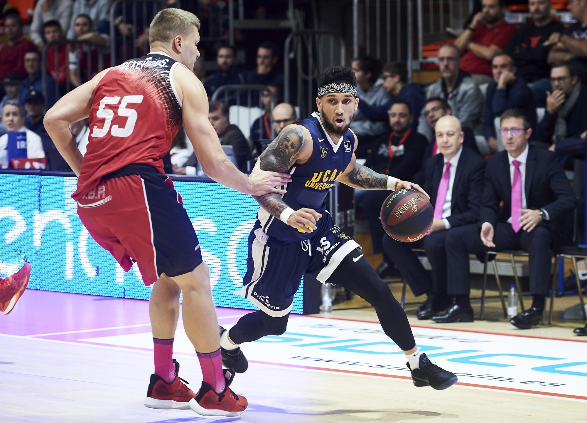 El Unicaja Mete En Un Grave Bache A Un Valencia Basket (63